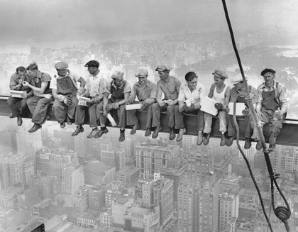 New York construction workers lunching on a crossbeam atop the 70-story RCA building