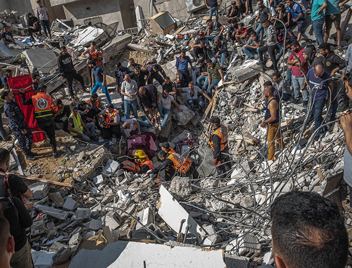 Fatalities Mount in Israeli Bombing of Gaza